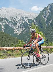 12.07.2015, Innsbruck, AUT, Österreich Radrundfahrt, 8. Etappe, von Innsbruck nach Bregenz, im Bild Felix Großschartner (AUT, 1. Platz Bergwertung) // Leader king of the mountains Felix Großschartner of Austria during the Tour of Austria, 8th Stage, from Innsbruck to Bregenz, Innsbruck, Austria on 2015/07/12. EXPA Pictures © 2015, PhotoCredit: EXPA/ Reinhard Eisenbauer