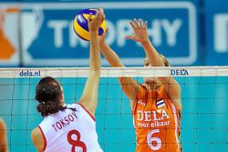 18-09-2011 VOLLEYBAL: DELA TROPHY NEDERLAND - TURKIJE: ALMERE<br /> Nederland wint met 3-0 van Turkije en wint hierdoor de DELA Trophy / (L-R) Bahar Toksoy, Maret Grothues<br /> ©2011-FotoHoogendoorn.nl