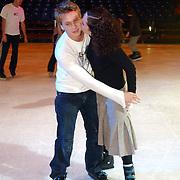 Premiere Holiday on Ice 2004, Aukje van Ginneken en vriend Jamie Westland, kussend