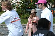 On Queensday, april 30th the Queen attends the celebrations of Queensday in Scheveningen near the Hague.<br /> This is her 25th jubilee.<br /> <br /> Op Koninginnedag, 30 april, is de Koningin  's Middags aanwezig metn en haar familie het koninginnedagfeest mee te vierten in Scheveningen.<br /> <br /> On The photo / On the Photo;<br /> <br /> <br /> Princes Maxima enjoying the scaters/ Princes Maxima geniet van de kunsten van de skaters.