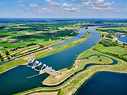 Nederland, Gelderland, Gemeente Buren, 27-05-2020; Eiland van Maurik, rivier de Lek. Sluis- en Stuwcomplex Amerongen in de Neder-rijn. Ook bekend als Stuw Maurik. De stuw reguleert waterniveau in de Neder-rijn. Direct naast de stuw de waterkrachtcentrale van Nuon. Op het stuweiland verder de schutsluis en een vispassage. Het stuwcomplex is gerenoveerd. <br /> Barrage or flood gate in Lower Rhine, regulates waterlevel. Southeast of Utrecht. The Lower Rhine is a rain river, with especially in the winter large amounts of water (melt water), in the summer there is a shortage of water. The weir ensures sufficiently high water level for shipping. Next to the dam the hydroelectric station, fish ladder and shipping lock.<br /> <br /> luchtfoto (toeslag op standaard tarieven);<br /> aerial photo (additional fee required)<br /> copyright © 2020 foto/photo Siebe Swart