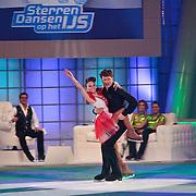 NLD/Hilversum/20110204 - 2e Liveshow Sterren Dansen op het IJs 2011, Beau van Erven Dorens en schaatspartner Amanda Merrit