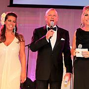 NLD/Noordwijk/20110924 - Kika Grand Gala 2011, presentatoren Esther oosterbeek, Evert Santegoeds en Gallyon van Vessem