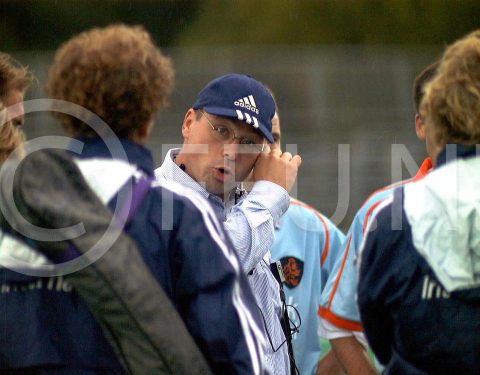 fotografie frank uijlenbroek@1999/frank uijlenbroek<br />9900904 Padova sport Italie<br />ek heren hockey <br />Rusland werd met 6-1 na een ruststand van 4-1 verslagen.<br />op foto:caoch Maurits Hendriks na de wedstrijd