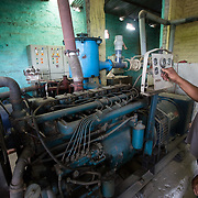 CAPTION: Operating DESI Power's hybrid gasifier. LOCATION: Gayari, Araria District, Bihar, India. INDIVIDUAL(S) PHOTOGRAPHED: Satyajit Sen.