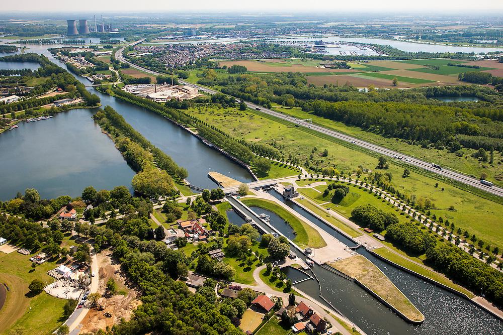 Nederland, Limburg, Gemeente Maasgouw, 27-05-2013; sluis Panheel, kanaal Wessem-Nederweert. Maasbracht en Prins Clauscentrla ein de achtergrond.<br /> De sluis is voorzien van spaarbekkens (om bij het schutten water te besparen bij lage waterstanden van de Maas).<br /> Shipping lock Panheel, canal Wessem-Nederweert. The lock is equipped with reservoirs to save water at low water levels of the river Meuse.<br /> luchtfoto (toeslag op standaardtarieven);<br /> aerial photo (additional fee required);<br /> copyright foto/photo Siebe Swart.