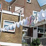 NLD/Volendam/20120809 - Was hangt buiten bij de Volendamse huizen, een traditioneel gezicht in de Volendamse gemeenschap