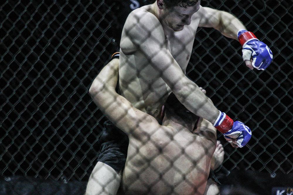 Kampfsport: MMA, We love MMA, Oberhausen, 31.01.2015<br /> Tim Hamann (Combat Club Cologne, oben) - Tolga Oezguen (Fight Center Siegen)<br /> © Torsten Helmke
