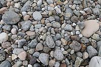 """....Mølen in Larvik in Vestfold is part of a moraine from the ice age, the large moraine stretching from Finland through Sweden and along the Norwegian coast to the Kola Peninsula. ....It has its name from the old Norwegian world; mol, which means """"stone wall"""" or """"rock beat.""""....Mølen is known for its many large burial mounds. In June 2008, Minister Dag Terje Andersen, opened the Nordic region's first UNESCO European Geopark on Mølen in Brunlanes.....The area is often used as a picnic area by migratory birds in spring and autumn, and it is observed 316 bird species on Beechwood (as of February 2010). ....-------- ......Mølen i Larvik i Vestfold er del av en endemorene fra istiden, det store raet som strekker seg fra Finland gjennom Sverige og langs norskekysten helt til Kolahalvøya. Nordøstover fra Mølen går raet i havet, deretter over Brunlaneshalvøya og Farriseidet. Første oversjøiske punkt i sørvest er Jomfruland utenfor Kragerø.....Stedet har fått sitt navn fra det gammelnorske mol, som betyr «steinvoll» eller «steinbanke».....Mølen ligger strategisk til ytterst i Langesundsfjorden, og er kjent for sine mange og store gravrøyser. I juni 2008 åpnet statsråd Dag Terje Andersen Nordens første UNESCO Europeiske Geopark på Mølen i Brunlanes.....Området blir ofte benyttet som rasteplass av trekkfugler vår og høst, og det er observert 316 forskjellige fuglearter på Mølen (pr februar 2010)..."""