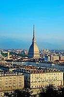 Italie, Piemont, Turin, vue sur la ville avec la Mole Antonelliana // Italy, Piedmont, Turin, cityscape with the Mole Antonelliana