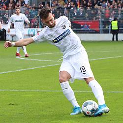Leart Paqarada (Nr.19, SV Sandhausen) am Ball  beim Spiel in der 2. Bundesliga, SV Sandhausen - FC St. Pauli.<br /> <br /> Foto © PIX-Sportfotos *** Foto ist honorarpflichtig! *** Auf Anfrage in hoeherer Qualitaet/Aufloesung. Belegexemplar erbeten. Veroeffentlichung ausschliesslich fuer journalistisch-publizistische Zwecke. For editorial use only. For editorial use only. DFL regulations prohibit any use of photographs as image sequences and/or quasi-video.