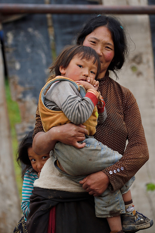 Tibetan mother and children, Valley near Yushu, Tibetan Plateau, Qinghai, China