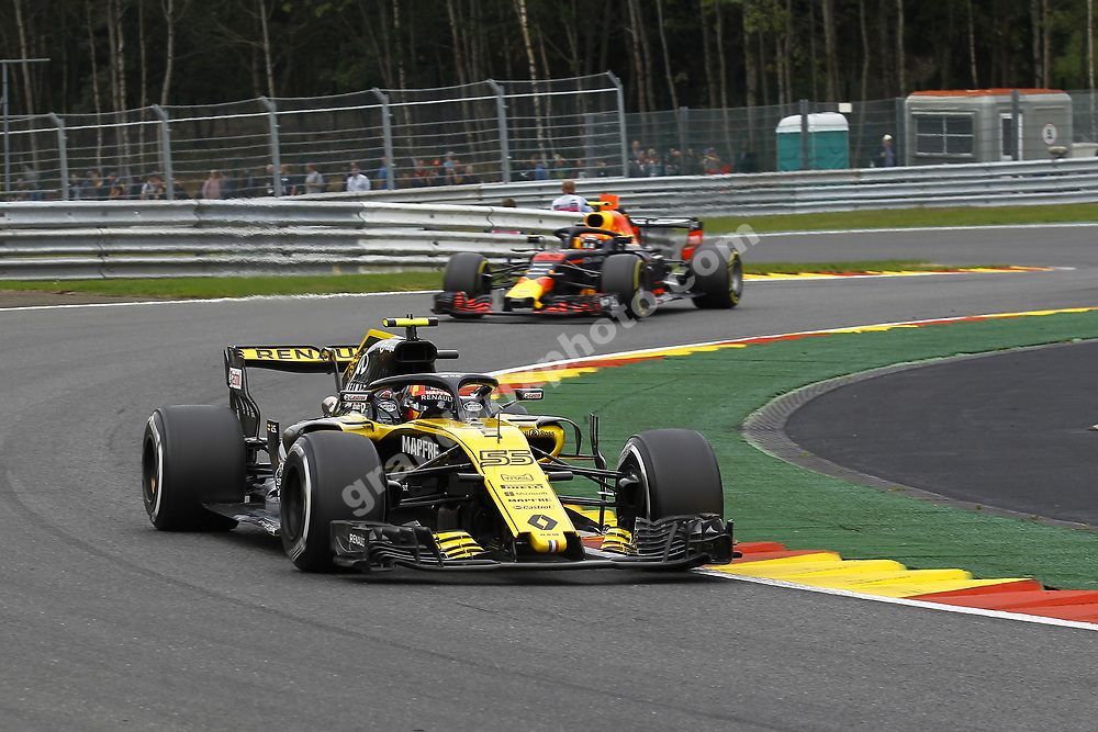 Carlos Sainz jr (Renault) and Daniel Ricciardo (Red Bull-Renault) in practice for the 2018 Belgian Grand Prix at Spa-Francorchamps. Photo: Grand Prix Photo