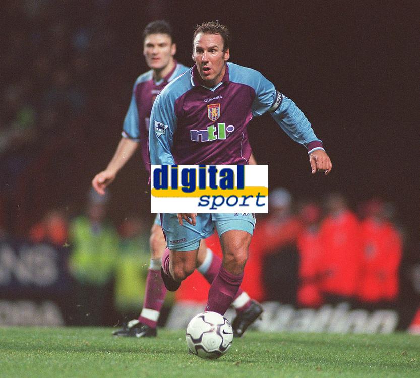 Paul Merson - Aston Villa.  Aston Villa v Tottenham Hotspur. FA Premiership, 11/11/2000. Credit: Colorsport / Nick Kidd.