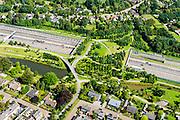 Nederland, Noord-Brabant, Breda, 23-08-2016; Prinsenbeek. Infrabundel, combinatie van autosnelweg A16 gebundeld met de spoorlijn van de HSL (re). Park Over-bos met stadsduct Overbos. De bundel loopt in tunnelbakken, lokale wegen gaan over deze infrabundel heen, door middel van de zogenaamde stadsducten, gedeeltelijk ingericht als stadspark.<br /> Combination of motorway A16 and the HST railroad, crossed by local roads by means of *urban ducts*, partly designed as public  parks.<br /> luchtfoto (toeslag op standard tarieven);<br /> aerial photo (additional fee required);<br /> copyright foto/photo Siebe Swart