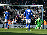 Football - 2018 / 2019 Premier League - Fulham vs. Everton<br /> <br /> Jordan Pickford Everton looks down as Everton concede a 2nd goal , at Craven Cottage.<br /> <br /> COLORSPORT/WINSTON BYNORTH