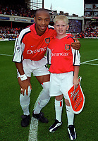 Thierry Henry with the Arsenal mascot. Arsenal v Charlton Athletic, 26/8/00. Credit: Colorsport / Andrew Cowie.