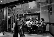 Londyn, 2009-10-23. Londyn nocą, pizernia w okolicy Piccadilly