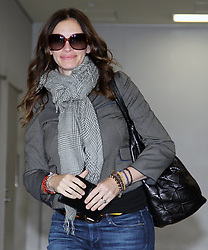 Aug 17, 2010 - Narita, Chiba, Japan - Actress JULIA ROBERTS arrives at Narita International Airport in Narita, Japan. She is in Japan to promote her new movie, 'Eat, Pray, Love' which will open on September 17 in Japan. (Credit Image: © Junko Kimura/Jana/ZUMApress.com)