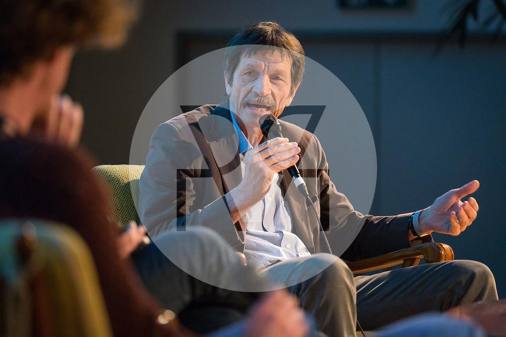 SCHWEIZ - BASEL - science+talk mit Ueli Mäder am science+fiction Festival - 18. März 2016 © Raphael Hünerfauth - http://huenerfauth.ch