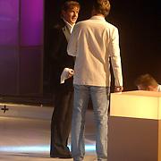 NLD/Hilversum/20060818 - Opname RTL Sterren Dansen op het IJs, Gerard Joling in gesprek met Reinout Oerlemans