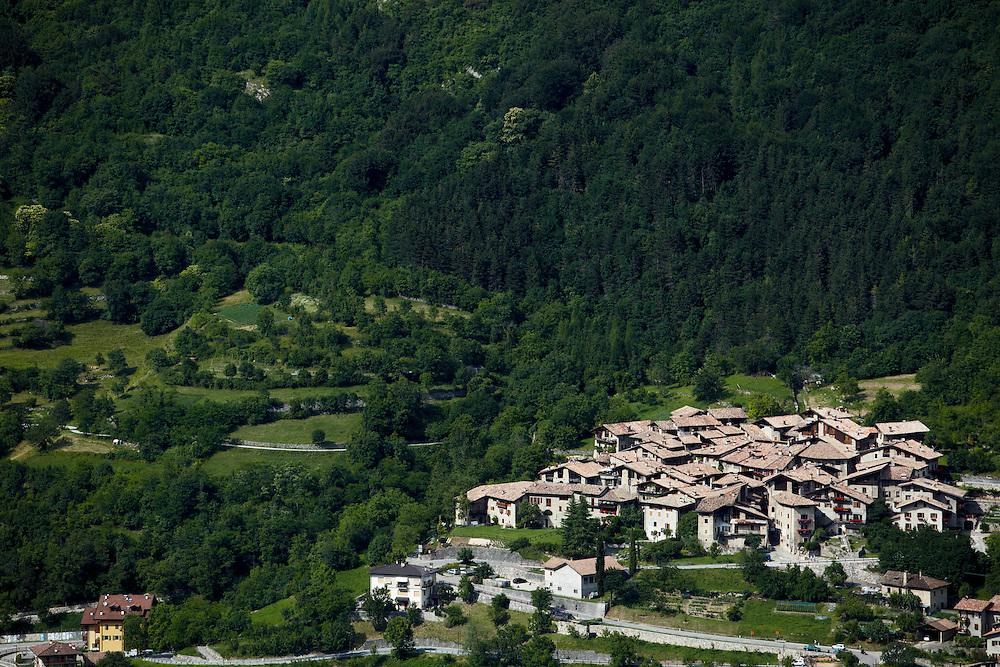 Tenno (TN) -  Borgo di Canale visto dal Monte San Martino.