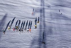 THEMENBILD - Skifahrer werfen einen Schatten auf die Piste, aufgenommen am 27. Dezember 2018 in Kaprun, Oesterreich // Skiers throw a shadow on the slopes, Kaprun, Austria on 2018/12/27. EXPA Pictures © 2018, PhotoCredit: EXPA/ JFK