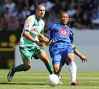 Fotball<br /> Bundesliga Tyskland<br /> 11.08.2007<br /> Foto: Witters/Digitalsport<br /> NORWAY ONLY<br /> <br /> v.l. Leon Andreasen, Joel Epalle Bochum<br /> Bundesliga VfL Bochum - SV Werder Bremen 2:2