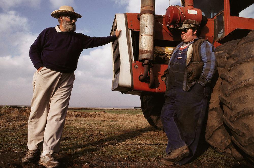 Rice: Dick Harter (left), organic rice farmer with Richard Skillin (right), non-organic rice farmer. Butte County, Northern California, USA. MODEL RELEASED. 1990.