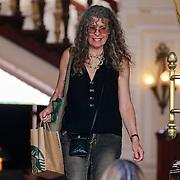 NLD/Amsterdam/20130606 - Barbra Streisand vertrekt bij haar hotel in Amsterdam naar haar concert in de Ziggodome