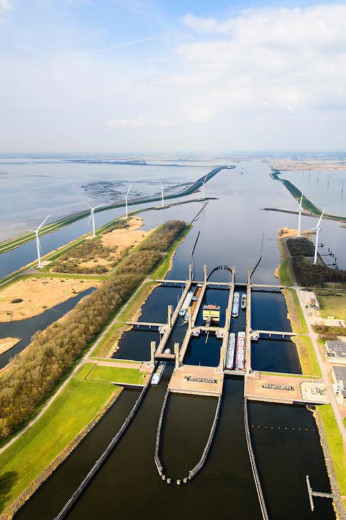 Nederland, Zeeland, Zuid-Beveland, 01-04-2016; Reimerswaal, Kreekraksluizen, onderdeel Schelde-Rijnverbinding, kanaal tussen de haven van Rotterdam en die van Antwerpen. Links het Bathse Spuikaanaal, Oesterdam en Oosterschelde. Rechts Markietzaatskade en het  Markietzaatsmeer.<br /> Kreekraksluizen, part Scheldt-Rhine Canal, canal between the ports of Rotterdam and Antwerp.<br /> <br /> luchtfoto (toeslag op standard tarieven);<br /> aerial photo (additional fee required);<br /> copyright foto/photo Siebe Swart