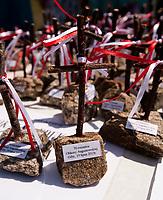 19.07.2015 Giby woj podlaskie Obchody 70. rocznicy Oblawy Augustowskiej - najwiekszej zbrodni w powojennej Polsce przy krzyzu w Gibach , ktory jest symbolicznym grobem ofiar . W lipcu 1945 roku Sowieci uprowadzili okolo 600 mieszkancow Augustowszczyzny , Sejnenszczyzny i Suwalszczyzny . Do tej pory nie wiadomo, gdzie znajduja sie ich groby . Sledztwo w tej sprawie trwa od 2001 roku . Akta licza juz ponad 70 tomow zas rozwiazaniem zagadki zajmuje sie zespol prokuratorow IPN , ktorzy przesluchali do tej pory ponad 700 swiadkow n/z pamiatki fot Michal Kosc / AGENCJA WSCHOD
