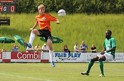 Anders Holst (FC Helsingør) og Ousmane Seck (Avarta) under kampen i 2. Division Øst mellem Boldklubben Avarta og FC Helsingør den 19. august 2012 i Espelunden. (Foto: Claus Birch).