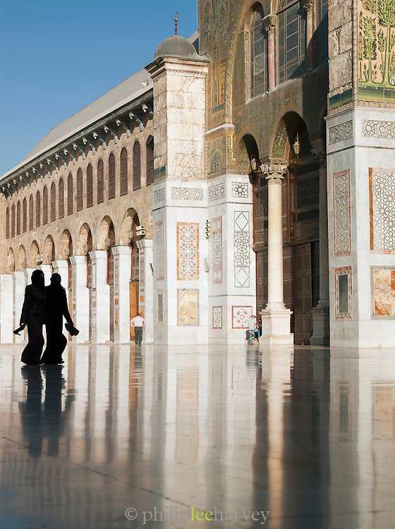 Worshippers at the Umayyad Mosque, the Great Mosque of Damascus, Damascus, Syria
