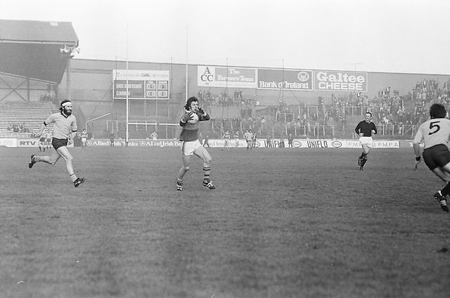 Kerry grabs the ball as two Dublin players move towards him during the All Ireland Senior Gaelic Football Semi Final, Dublin v Kerry in Croke Park on the 23rd of January 1977. Dublin 3-12 Kerry 1-13.