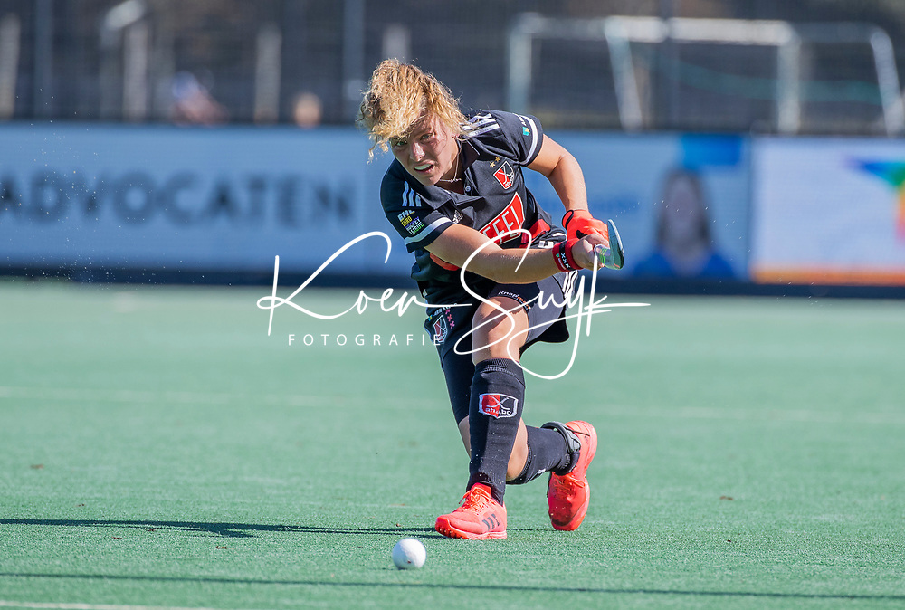 BLOEMENDAAL -   Hester van der Veld (Adam) <br /> tijdens de hoofdklasse hockeywedstrijd dames, Bloemendaal-Amsterdam (0-5) .  COPYRIGHT KOEN SUYK