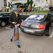 NLD/Noordwijk/20060829 - Nederlands Elftal komt bijeen voor de wedstrijd tegen Luxemburg, Khalid Boulahrouz en zijn Bentley