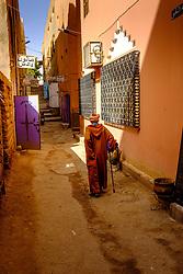 An old man walks up a side street in Tinghir, Morocco<br /> <br /> (c) Andrew Wilson   Edinburgh Elite media