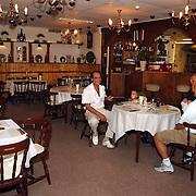 Restaurant Mimo int. Soesterbergsestraat 37c Soest dhr. Tadros in gesprek met klanten