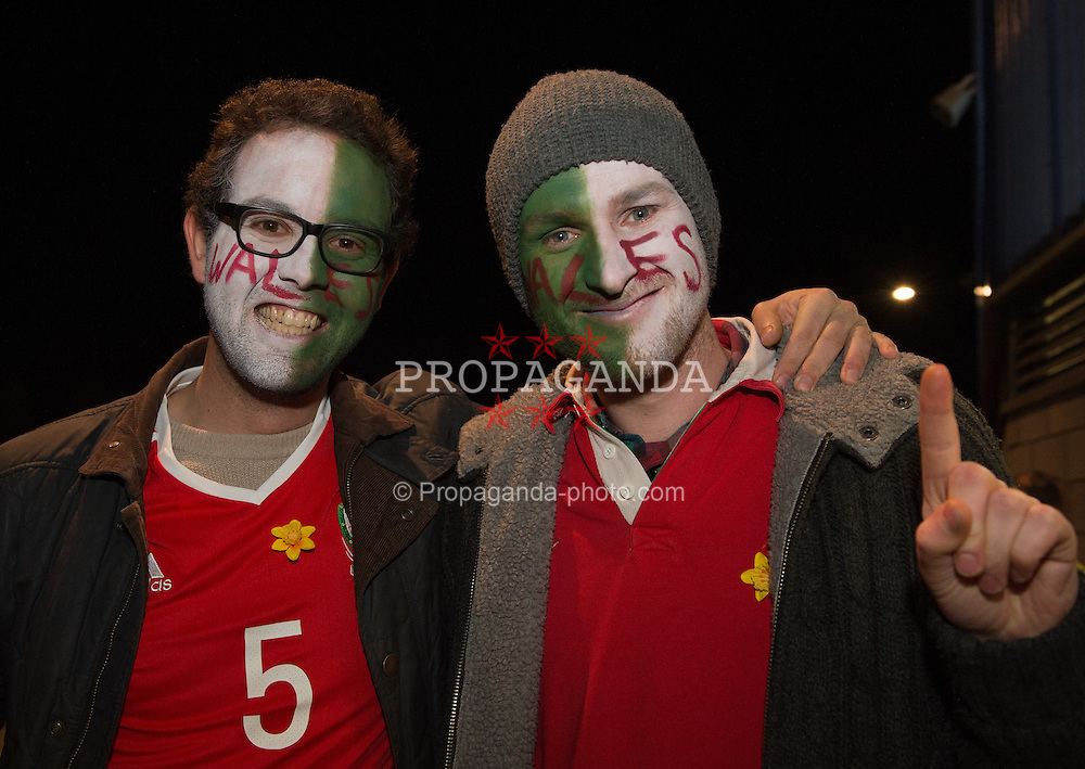 CARDIFF, WALES - Saturday, November 12, 2016: Wales' Wales fans in good sprits before the 2018 FIFA World Cup Qualifying Group D match between Wales and Serbia at the Cardiff City Stadium. (Pic by Ian Cook/Propaganda)