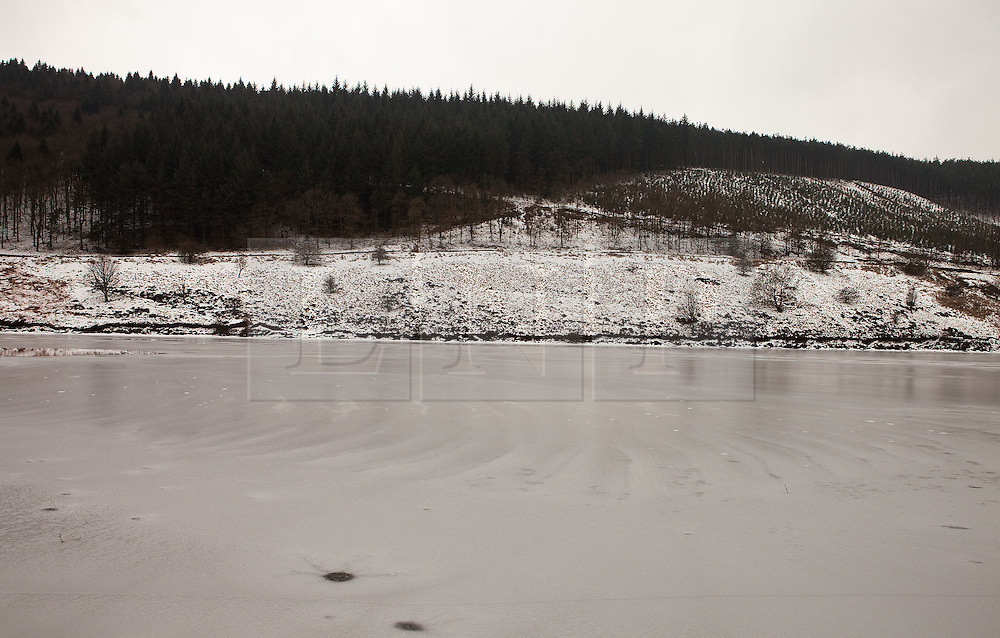 © Licensed to London News Pictures. 10/02/2012. Derbyshire, UK. The River Derwent in the Peak District, Derbyshire has frozen over in sub-zero termparates. Photo credit : Joel Goodman/LNP
