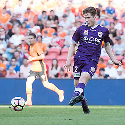 BRISBANE, AUSTRALIA - OCTOBER 30: Alex Grant of the Glory passes the ball during the round 4 Hyundai A-League match between the Brisbane Roar and Perth Glory at Suncorp Stadium on October 30, 2016 in Brisbane, Australia. (Photo by Patrick Kearney/Brisbane Roar)