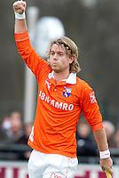 LAREN - Bloemendaal-speler Olmer Meijer heeft gescoord, zondag tijdens de hoofdklasse competitiewedstrijd mannen tussen Laren en Bloemendaal (1-4).  COPYRIGHT KOEN SUYK