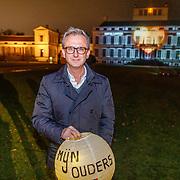 NLD/Soest/20181206 - KWF Kankerbestrijding onthult 3e editie lampionnenactie, Jeroen Snel met een herdenkingslampion