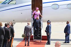 July 6, 2017 - Hamburg, Deutschland - Olaf Scholz welcomes Jacob Zuma, President of South Africa, and his wife Bongi Ngema  at the G-20 summit at the airport in Hamburg. July 6, 2017. (Credit Image: © Kevin Hackert/Intertopics via ZUMA Press)