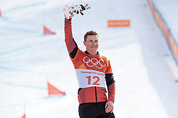 24.02.2018, Phoenix Snow Park, Bokwang, KOR, PyeongChang 2018, Snowboard, Herren, Siegerpräsentation, Parallel Riesenslalom, im Bild Nevin Galmarini (SUI, 1. Platz) // gold medalist and Olympic champion Nevin Galmarini of Switzerland during the winner presentation for the men's Snowboard Parallel Riesenslalom of the Pyeongchang 2018 Winter Olympic Games at the Phoenix Snow Park in Bokwang, South Korea on 2018/02/24. EXPA Pictures © 2018, PhotoCredit: EXPA/ Johann Groder