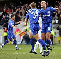 Fotball<br /> Championship England 2004/05<br /> Millwall v Leeds<br /> 6. mars 2005<br /> Foto: Digitalsport<br /> NORWAY ONLY<br />  Millwall's Danny Dichio congratulates goal scorer Paul Robinson