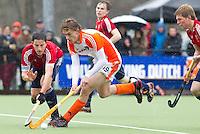 AERDENHOUT - 09-04-2012 - Hajo Meijer aan de bal, maandag tijdens de finale tussen Nederland Jongens A en Engeland Jongens A  (3-3) , tijdens het Volvo 4-Nations Tournament op de velden van Rood-Wit in Aerdenhout. Engeland wint met shoot-outs. FOTO KOEN SUYK