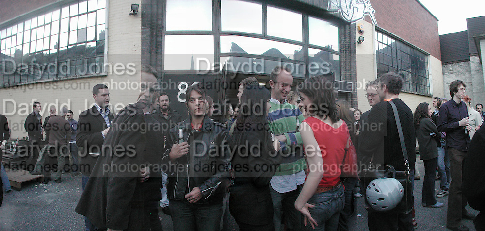 Tracey Emin, Gillian Wearing and Johnnie Shand Kydd among others at  Georgina Starr's 'The Bunny Lakes. Emily Tsingou Gallery, Brick Lane. 25 April 2002. © Copyright Photograph by Dafydd Jones 66 Stockwell Park Rd. London SW9 0DA Tel 020 7733 0108 www.dafjones.com
