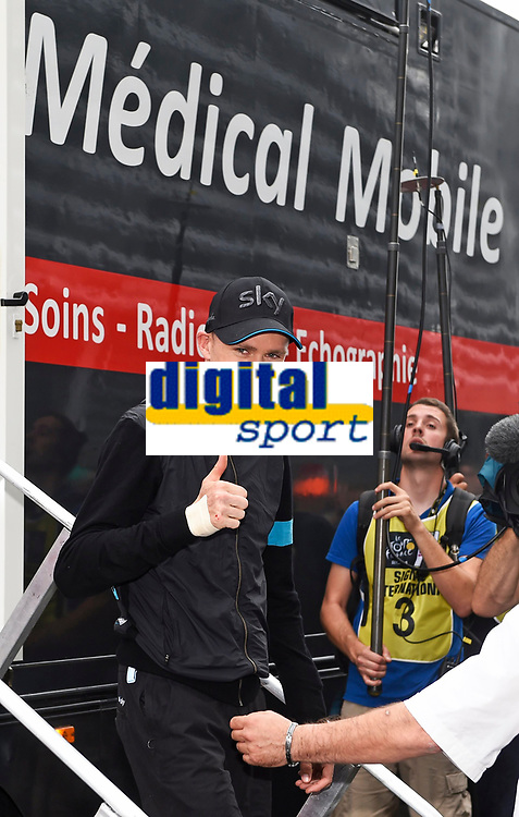 Sykkel<br /> 08.07.2014<br /> Foto: PhotoNews/Digitalsport<br /> NORWAY ONLY<br /> <br /> FROOME Christopher GBR of Team Sky pictured after leaving the mobile medical center with an injury during stage 4 of the 101th edition of the Tour de France 2014 from Le Touquet to Lille Métropole (163,5 km)